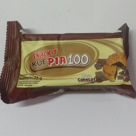 Snack It pia 100, kue pia tradisional dengan packaging modern, cocok sebagai cemilan antara waktu makan. Juga tersedia kemasan mini pack dengan packaging dan bentuk kue doraemon. Varian Rasa Cokelat.