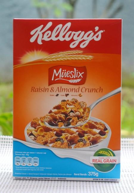 Kellogg'S Mueslix Raisin & Almond Crunch Sereal [375 G] Merupakan Makanan Yang Terbuat Dari Bahan Berkualitas Dan Asli Untuk Sarapan Pagi Yang Lezat Dan Renyah. Makanan Ini Berisi Nutrisi Penting Untuk Kebutuhan Tubuh. Sehingga Anda Dapat Menikmati Nutris