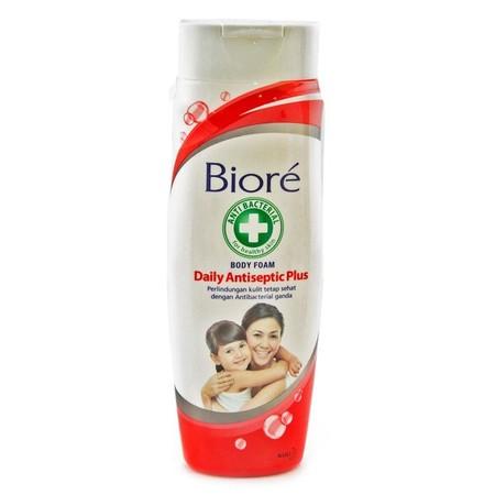Biore Body Foam Daily Antiseptic tidak hanya bantu melindungi dari kuman tapi juga menjaga kelembaban kulit. Kandungan Antibacterial ganda Sanisol-IPMP dalam formula Skin Purifying Technology (SPT), mampu membersihkan kuman dan kotoran serta menjaga kelem