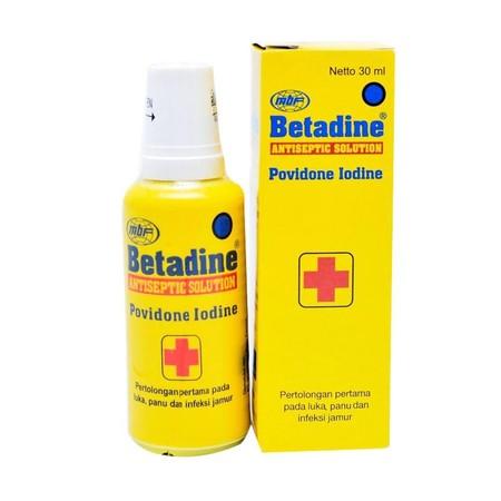Berikan pertolongan pertama pada luka Anda dan keluarga dengan mengoleskan Betadine Solution 30ml karena mengandung povidone iodine yang mencegah timbulnya infeksi pada luka.