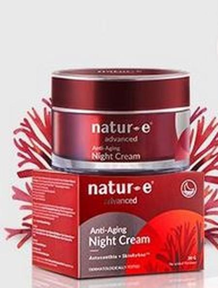 Natur E Advanced Anti-Aging Night Cream [30 g] merupakan cream yang mengandung Astaxanthin dari ganggang merah, SkinRefine Formula serta Olive Oil yang efektif mengurangi tanda-tanda penuaan dini, menjaga elastisitas dan kekenyalan kulit sekaligus menjaga