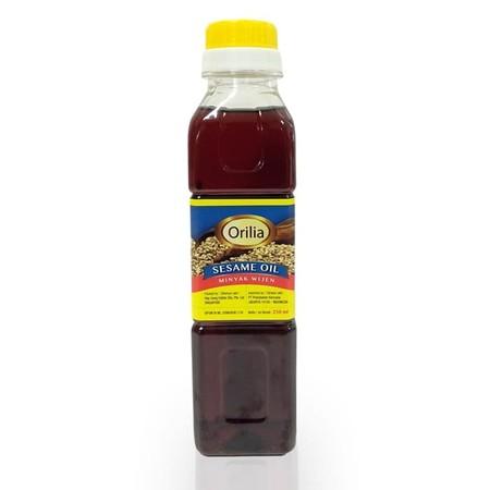 Orilia Sesame Oil 250ml merupakan Seasoning Oil (bumbu tambahan), bukan sebagai minyak untuk menggoreng. Sesame oil biasa digunakan ketika masakan selesai dibuat atau ketika proses memasak sudah hampir selesai. Sangat cocok digunakan ketika membuat masaka