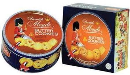 Monde Butter Cookies dalam kemasan kaleng (blue Shell), sajian klasik yang disukai seluruh Masyarakat, dengan varian bentuk yang membuat kita ingin menikmati semuanya. Cookies yang terbuat dari bahan berkualitas serta sensasi butter yang lumer di mulut, m