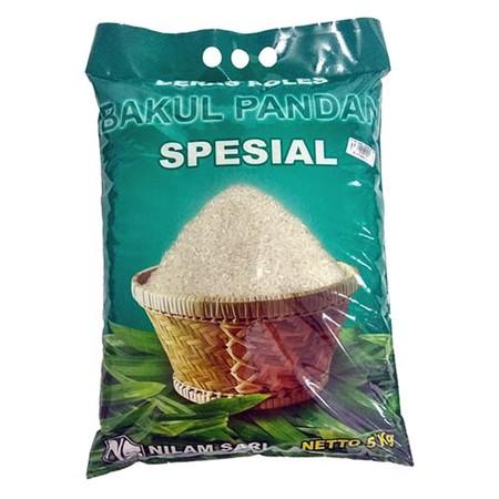 Beras bakul pandan merek nilam sari yang terbuat dari padi pilihan. Putih dan pulen, higienis dalam pemrosesan dan dikemas dengan baik.