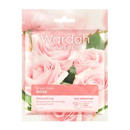 Wardah Nature Daily Sheet Mask adalah masker yang berbentuk lembaran yang mengandung Micro Particle Essence yang memiliki ukuran partikel sangat kecil sehingga essence dapat meresap lebih cepat ke dalam kulit. Kandungan 100% Lyocell Fibers pada sheet mask