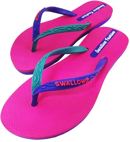 Slipper Swallow adalah Alas kaki Wanita berbahan karet yang lentur dan nyaman untuk keperluan sehari hari dengan motif berwarna Pink, size 10