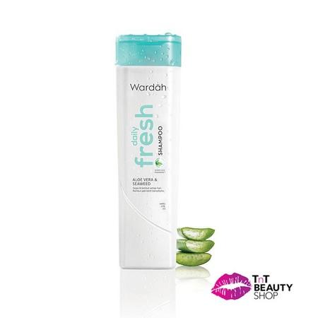 Shampoo Dengan Formula Transparan Non Silikon Yang Ringan Dan Nyaman Digunakan Setiap Hari. Rambut Terhindar Dari Lepek Dan Tampak Lebih Bervolume. Tidak Ada Lagi Rambut Lepek Dan Bau Apek Yang Ganggu Aktivitasmu.