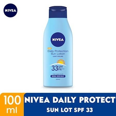 NIVEA Daily Protection Sun Lotion SPF 33 PA+++ merupakan suncreen yang dapat melindungi kulit dari paparan sinar matahari yang dapat menimbulkan efek yang berbahaya bagi kulit. Dilengkapi dengan SPF 33 PA+++ dan tekstur ringan yang mudah menyerap dan tida