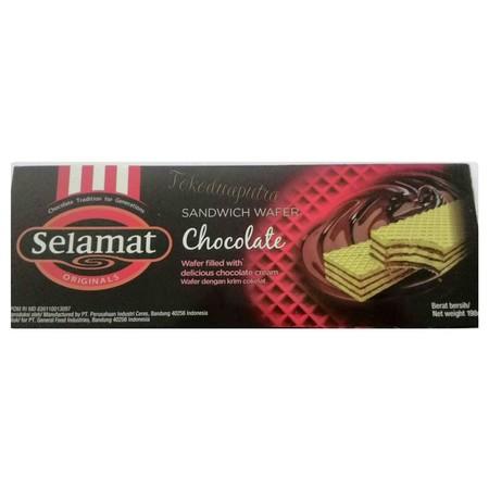 wafer renyah dengan krim coklat yang penuh di setiap lapisannya dan rasa manis yang pas untuk dinikmati segala kalangan usia.