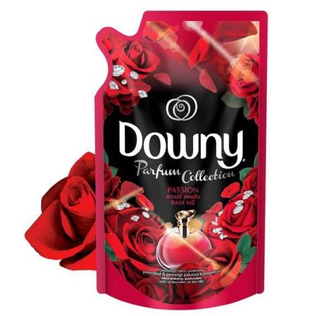 Downy Passion Refill Pewangi Pakaian 720Ml Adalah Larutan Pelembut Dan Pewangi Pakaian Dengan Kandungan Kapsul Mikro-Parfum Yang Diformulasi Membuat Pakaian Tetap Lembut Bahkan Setelah Kering Dan Dapat Melepaskan Wangi Parfum Secara Perlahan, Membuat Anda