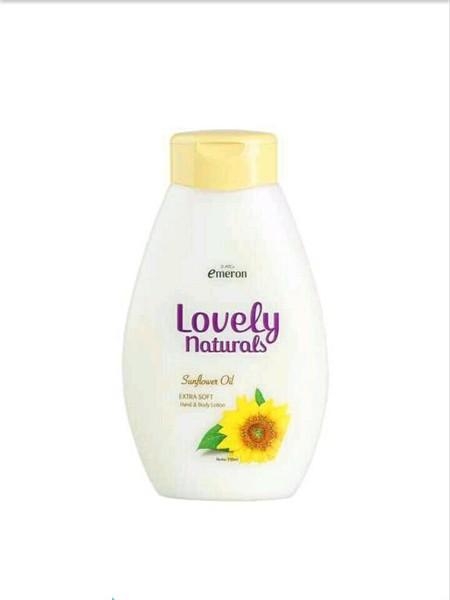 Emeron Lovely Naturals Dengan Bahan Alami Yang Baik Dan Double Sunscreen Untuk Melindungi Kulit Dari Sinar Matahari Dan Efek Buruk Lingkungan. Emeron Lovely Naturals Lotion Dengan Sunflower Oil Untuk Perawatan Kulit Secara Alami Dan Sehat. Kandungan Vitam