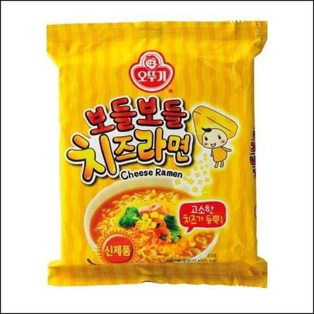 Ottogi Bodel Bodel Cheese Ramen 444gr adalah ramen korea instan. Rasa kejunya enak dan gurih semakin menggugah selera!