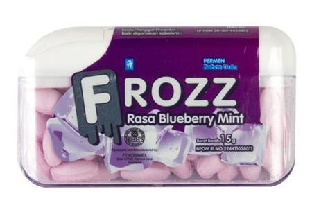 Frozz Blueberry Mint 15Gr Frozz Blueberry Mint 15GrMerupakan Permen Hisap Yang Memberikan Sensasi Rasa Blueberry Mint Yang Dingin Dan Menyegarkan Sehingga Baik Untuk Menghilangkan Bau Mulut Dan Memberi Rasa Segar Yang Nyaman. Mengandung Sorbitol Yang B