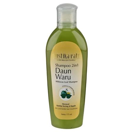 Shampoo yang Mengandung sari daun waru dan panthenol Merawat rambut kering, rapuh, dan pecah-pecah sehingga Terlihat sehat dan indah terawat.