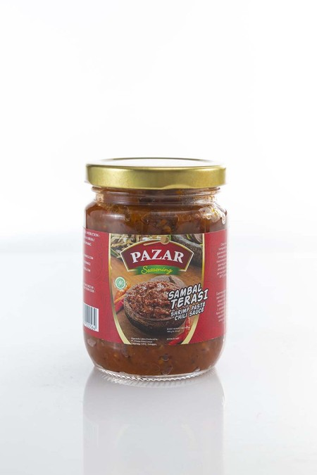 PAZAR Sambal Terasi Extra Hot merupakan sambal dengan rasa terasi yang terbuat dari bahan-bahan alami berkualitas terbaik. Diproses secara higienis dan dikemas ke dalam botol, sehingga sensasi rasa pedas terasi tetap terjaga dan luar biasa nikmat di lidah