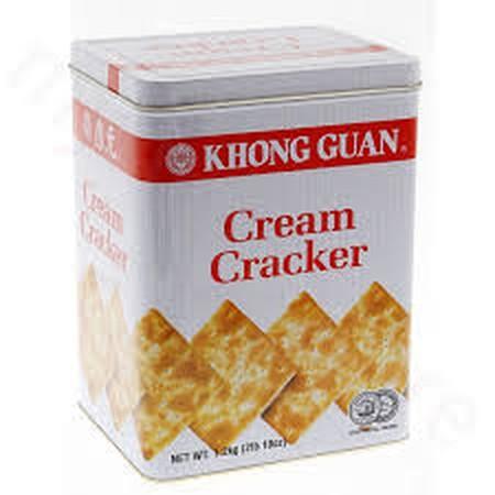 KHONG GUAN Cream Crackers 120 gr  KHONG GUAN Cream Crackers merupakan biskuit dengan kombinasi crackers renyah yang dikemas praktis untuk menemani waktu kumpul dan santai bersama teman dan keluarga. Renyah pada saat dimakan membuat yang makan ini pasti in