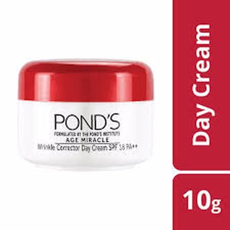 Ponds Age Miracle Day Cream 10G, Merupakan Krim Siang Yang Dapat Membuat Anda Terjaga. Dengan Tekstur Krim Yang Lembut, Membantu Mengurangi Garis-Garis Halus Dan Kerutan, Dan Bintik-Bintik Hitam. Krim Pelembab Yang Mengandung Losion Bermanfaat Untuk Mengu