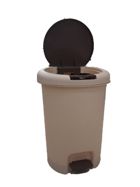 Plastic dustbin made from HQ PP Capacity of 15L. Ivory + brown lid color Suitable to complete the elegant design of the room.