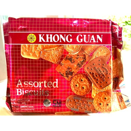 Khong Guan Biscuit Red Assorted Pack 300gr dengan kombinasi paduan rasa dan terbuat dari bahan berkualitas membuatnya ideal sebagai cemilan saat santai.