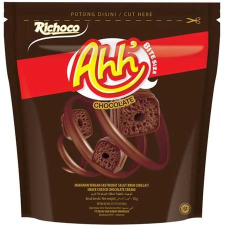 Richeese Ahh adalah snack extrudad berbahan dasar jagung yang dilapisi krim berlimpah, berbentuk stik dan bite size yang dipadukan dengan dua pilihan kenikmatan krim keju & coklat tebal yang menghasilkan produk yang nikmat.