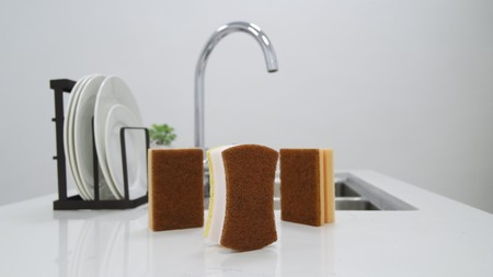 Sponges with coconut fiber. 3pcs / pack Washing is easier, and does not leave marks.