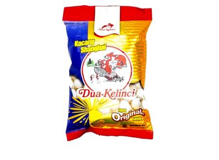 Kacang Deka Shanghai adalah tepung yang dilapisi dengan formula khusus yang gurih, gurih dan renyah. Warna khas putihnya merupakan hasil olahan modern dan menggunakan tepung berkualitas tinggi, dan dibuat tanpa menggunakan bahan pemutih atau pengawet.
