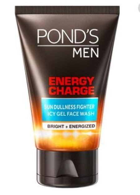 Pond'S Men Energy Charge Sun Dullness Fighter Icy Gel Scrub Dapat Melawan Noda Hitam Akibat Debu Dan Kotoran, Membersihkan Keringat Dan Minyak, Mencerahkan Kulit Kusam, Memberi Energi Pada Kulit Yang Lelah Akibat Terbakar Matahari, Dan Mengangkat Selu Kul