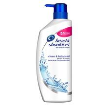 Head & Shoulders Clean & Balanced Shampoo merupakan shampoo yang dapat membantu menghilangkan ketombe dan mencegahnya datang kembali. Membersihkan dan menyegarkan, formula pembersihnya membantu membersihkan rambut dan kulit kepala untuk rambut tampak inda