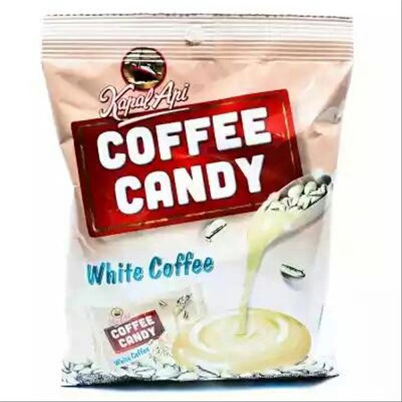 Rasakan cara berbeda menikmati white coffee berkualitas dengan Kapal Api Candy White Coffee 135 gr agar hari-hari anda menjadi istimewa. Kapal Api Candy White Coffee 135 g adalah adalah permen dengan rasa white coffee yang diproduksi oleh Kapal Api. Diola