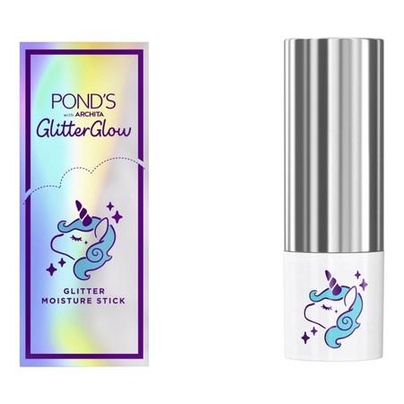 Dapatkan efek holografik yang merona dengan moisturizing glitter stick. Praktis digunakan pada pipi, dagu, hidung dan sekitar mata
