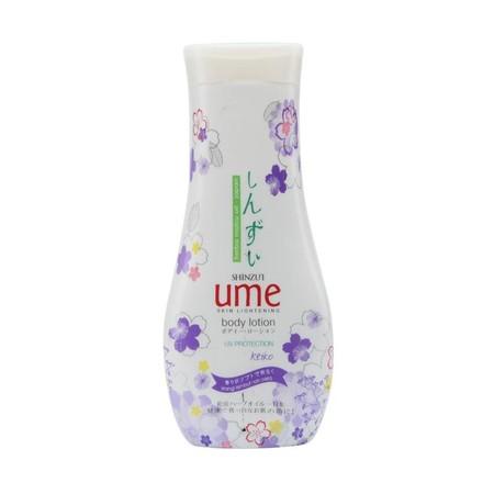 Shinzui body lotion merupakan body lotion yang dapat membantu melembabkan dan mencerahkan kulit yang kusam dengan Herba Matsu-Oil yang bisa membantu mengubah pigmen melamin penyebab warna kulit gelap, menjadi leuko-melamin yang lebih cerah.