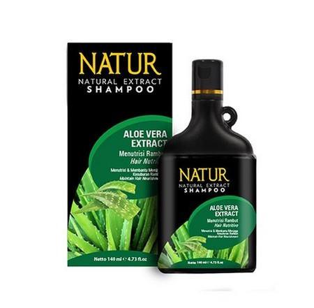Natur Shampoo Aloe Vera Shampoo, shampoo yang mengandung aloe vera serta memiliki kandungan enzim, mineral, asam amino polisakarida, vitamin dan zat lain yang bermanfaat untuk menghitamkan sekaligus menyuburkan rambut dan juga membersihkan kulit kepala da