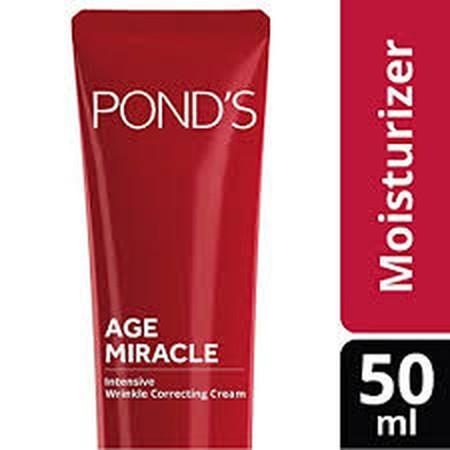 POND'S Age Miracle Intensive Wrinkle Cream didesain secara khusus dapat bekerja lebih baik dibandingkan krim pagi Pond's lainnya dalam menyamarkan garis halus, kerutan dan kerutan yang dalam. Kemampuan ganda dari bahan aktif Retinol yakni RPA & RPC serta