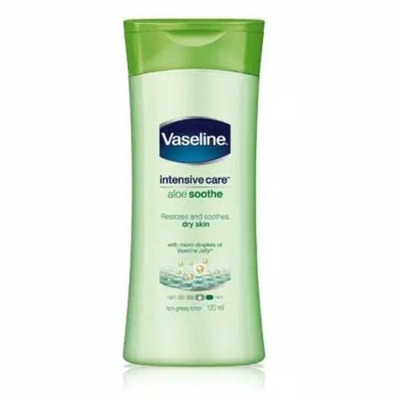 Vaseline Lotion Aloe Cool Hydra merupakan lotion yang dapat digunakan pada tubuh untuk merawat kulit kering dan melembapkan kulit.