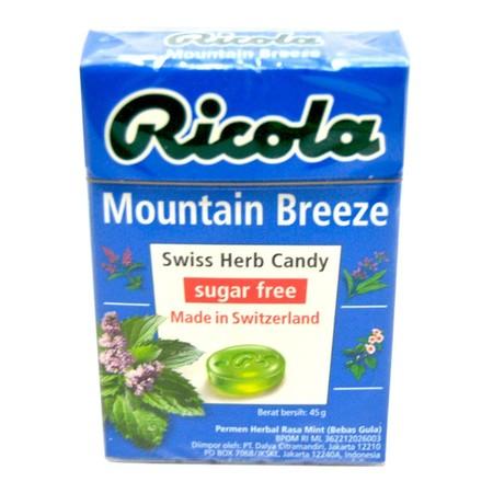 Ricola Mountain Breeze 45gr merupakan permen dengan rasa yang menyegarkan, yang terbuat dari campuran berbagai - herbal yang tumbuh di daerah pegunungan di Swiss. Tidak hanya mampu memberikan kesegaran di mulut dan tenggorokan, namun juga rasa yang nyaman