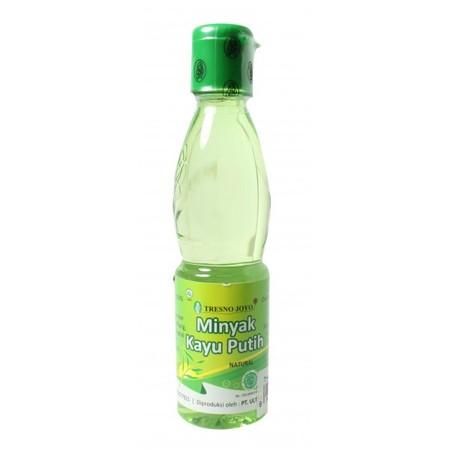 Tresno Joyo Minyak Kayu Putih Botol 60ml adalah minyak yang digunakan Ibu untuk menghangatkan tubuh si kecil. Dibuat dari bahan alami yang aman di kulit anak. Gunakan minyak telon ini setelah bayi mandi atau saat merasa kedinginan. Manfaat Terbuat dari ba