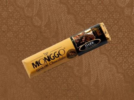 Makan cokelat dengan sensasi pedas, cokelat Monggo ini patut dicoba. Dengan kandungan dark chocolate 58%, kreasi yang satu ini memberikan pengalaman makan cokelat yang unik dan menyenangkan, apalagi kalau suka dengan yang pedas.