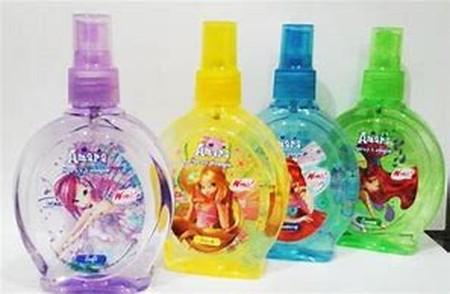 Amara #spray cologne collection terdiri dari 5 pilihan aroma yang sangat cocok untuk kamu yang ingin tampil percaya diri. Cukup semprotkan kapanpun dan di manapun lalu rasakan sensasi aromanya. Wanginya yang menyenangkan membuatmu membangkitkan pesonamu u