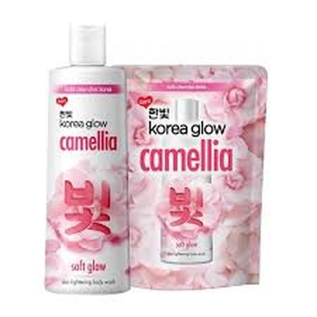 Annyeong! Baru Dari Korea Glow! Indulgent Body Wash Dengan Bunga Camellia Yang Lembut Memanjakan. Khasiat Bunga Camellia Dengan Tingginya Kandungan Vitamin E, Akan Membuat Kulit Tetap Cerah, Lembut Secara Alami, Sehingga Memberikanmu Kulit Choc-Choc Korea
