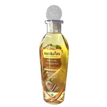 Minyak cendana yang mengandung Kayu secang sebagai anti oksidan. Aromaterapi untuk membersihkan & melembutkan kulit. Usapkan merata pada tangan, kaki, dan badan Anda. Ideal digunakan untuk semua jenis kulit.