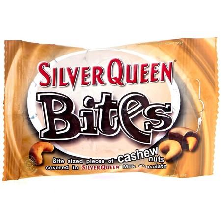 Silver Queen Bites 45Gr Silver Queen Bites 45GrAdalah Cokelat Dengan Perpaduan Pas Antara Coklat, Susu, Dan Kacang Mete Di Dalamnya Yang Menghasilkan Pengalaman Makan Cokelat Yang Akan Membuat Ketagihan. Nikmati Manisnya Cokelat Dan Gurihnya Kacang Met