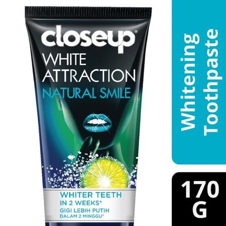 CloseUp White Attraction Natural Glow diperkaya dengan bahan alami coconut extract dan bamboo chacoal untuk membuat gigi lebih putih alami *dalam 2 minggu. Gel-nya bekerja memoles gigi dengan lembut sehingga memancarkan senyum putih berkilau