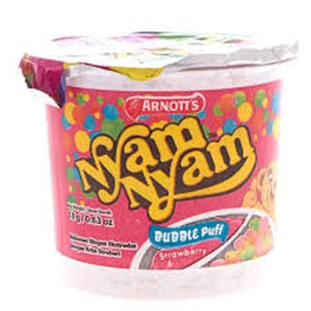 Nyam Nyam Bubble Puff Rasa strawberry adalah cemilan bola bola renyah dengan krim rasa strawberry yang enak.