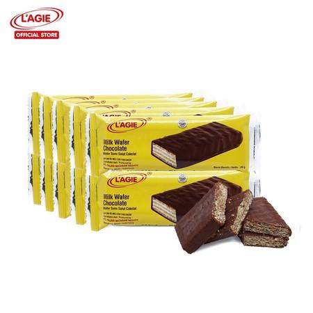 LAGIE CHOCOLATE WAFER! Wafer cokelat dengan berbagai macam isian krim bersalut cokelat ini akan memberimu sensasi crunchy dan creamy dalam setiap gigitannya. Dikemas dalam bungkus yang simple, cemilan klasik ini berkategori cooking chocolate atau sering