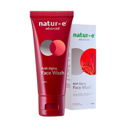 Natur E Advanced Face Wash Mengandung Astaxanthin dari ganggang merah dan SkinRefine Formula. Efektif membersihkan kulit wajah dari minyak dan kotoran, menjaga kelembapan tanpa membuatnya terasa kering.