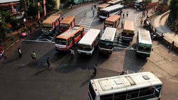 Aksi Heroik Sopir Bus di Hari Pertama Seorang Anak Masuk Sekolah