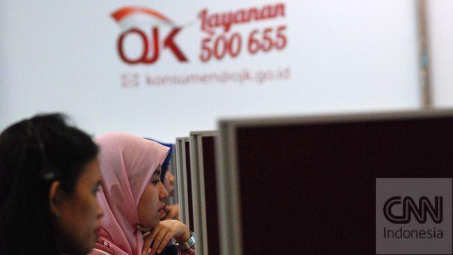Petugas beraktivitas pada ruangan layanan konsumen terintegrasi OJK di Jakarta, Jumat (11/9) CNNIndonesia/Adhi Wicaksono