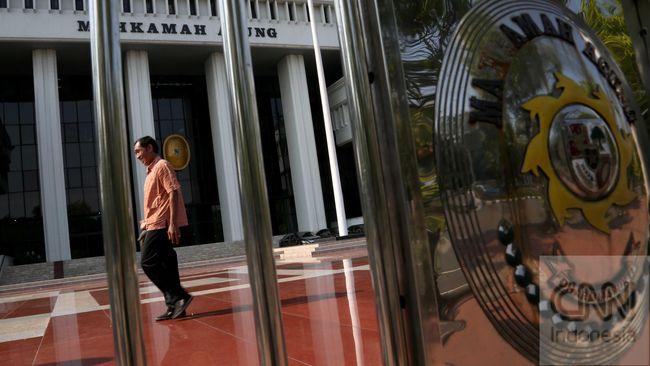 Mahkamah Agung dinilai tidak perlu menunda uji materi PKPU yang terkait dengan boleh atau tidaknya mantan napi korupsi menjadi calon legislatif (caleg).