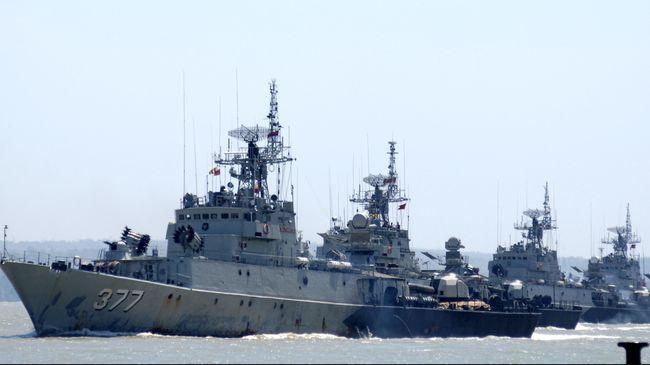 Sejumlah kapal perang Republik Indonesia jenis korvet kelas Parchim melakukan