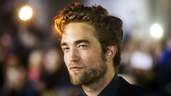 Lions Gate dan penulis novel Twilight saga Stephenie Meyer pada hari Selasa (30/9) mengumumkan rencana mereka untuk membuat film pendek berdasarkan karakter-karakter Twilight yang akan ditayangkan secara eksklusif dalam Facebook tahun depan.